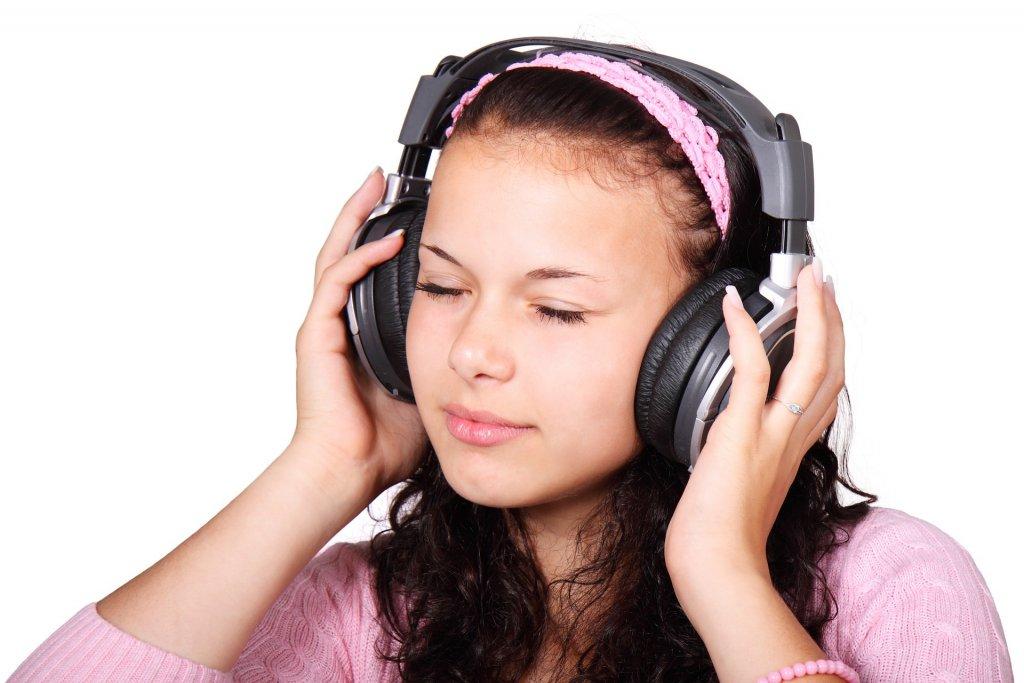 headphones-15719_1920
