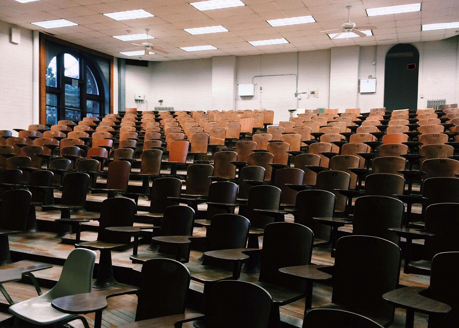 classroom-2093745_1920
