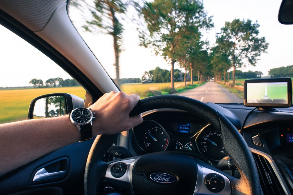 driving-2732934_1920